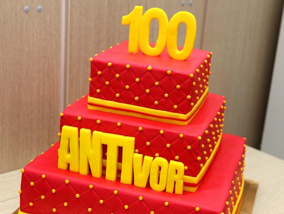 Уже 100 сотрудников отпраздновали свой 10-летний юбилей работы в АНТИвор!